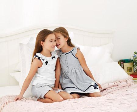 8b412b30 Hace unos días os presentaba la colección de moda para bebés de la marca  Chicco y os prometía dedicar un post a la colección para niños, es decir la  de ropa ...