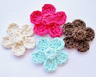 http://flowergirlcottage.blogspot.com/2013/09/free-crochet-flower-pattern.html