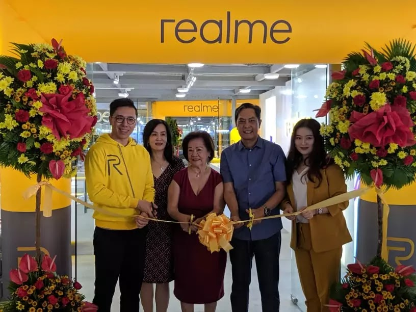 Realme Concept Store Iloilo Ribbon Cutting