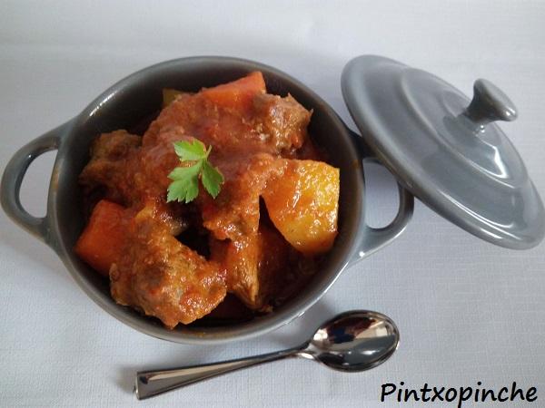 cómo hacer goulash, estofado húngaro, carnes, ternera, buey, verduras, estofado húngaro, receta de goulash fácil