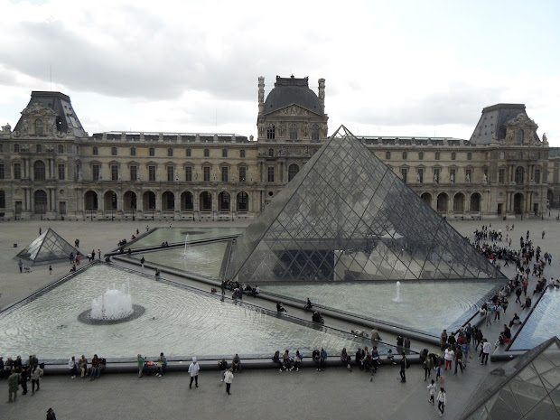 Louvre Pyramid - Initial Controversy And Two Decades