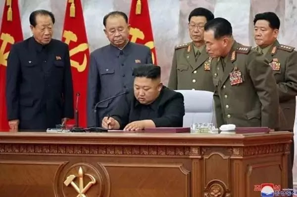 Kim Jong signs an order on promoting military ranking of commanding officer