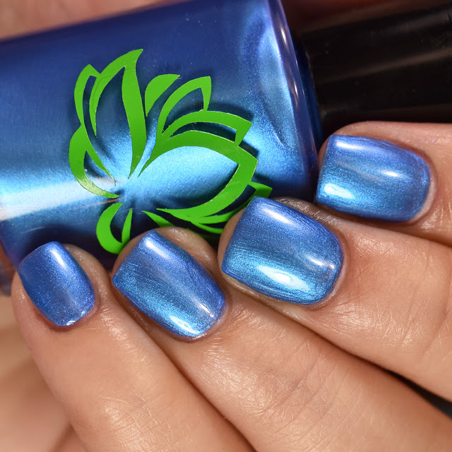 soothing-soul-nail-lacquers-blue-lagoon-2