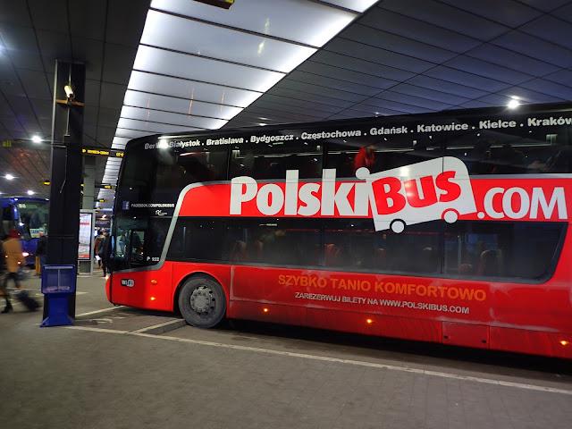 Czerwony autobus Polskiego Busa