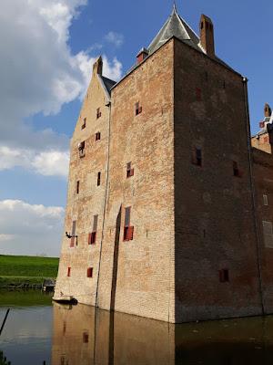 Abseilen van Slot Loevestein gevel