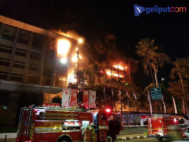 """Kebakaran Melanda Gedung Kejaksaan Agung Jakarta""""."""