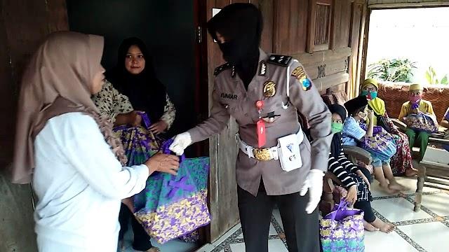 Kepedulian Ketua Bhayangkari Cabang Nganjuk Terhadap Warga Terdampak Covid 19
