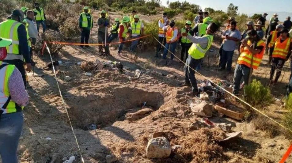 Hallan fosa clandestina con 12 cuerpos en Tijuana