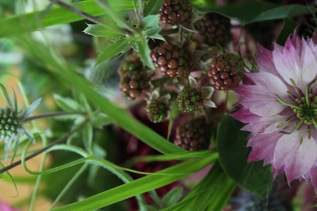Wiesenblumen Brombeeren Strauss Flower Power Bloggers at Jules kleines Freudenhaus
