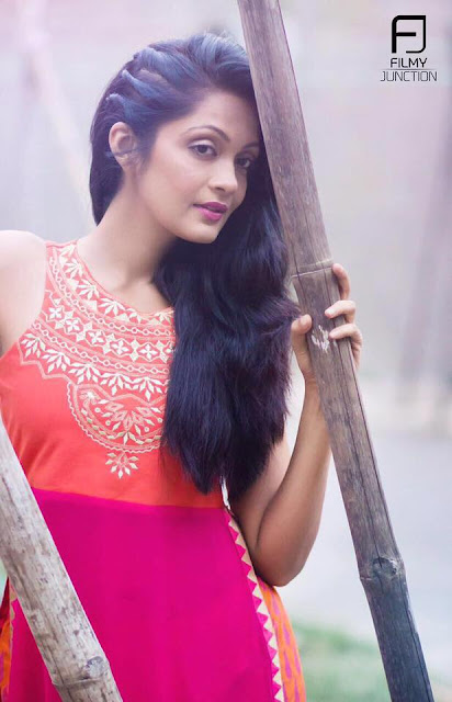 Sheena Chohan Cute Wallpapers