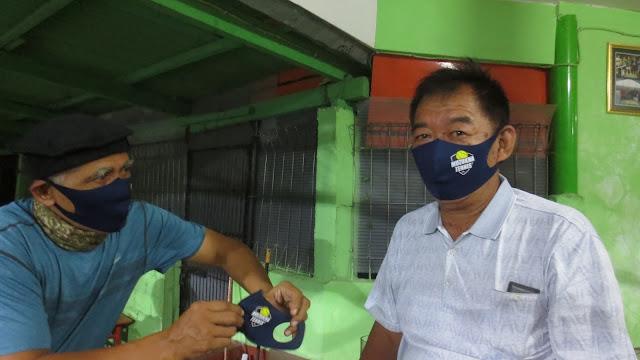 Sambut New Normal, Bos Muzukha Bagikan Masker Khusus