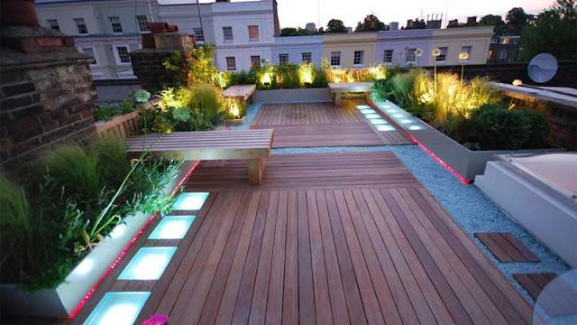 Menghias area rooftop menggunakan lampu cantik
