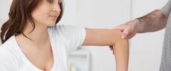 Dores nos braços - principais causas e o que fazer