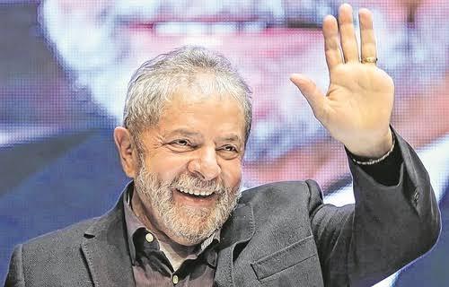 Lula dispara e já tem 49% da intenções de voto contra 23% de Bolsonaro