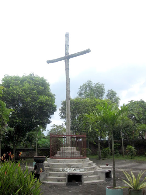 Kompleks Peziarahan Salib Suci Gunung Sempu 2010 ©JelajahSuwanto