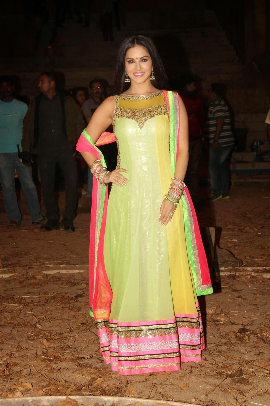 Sunny Leone Latest Photos At Ek Paheli Leela Movie Sets -5647