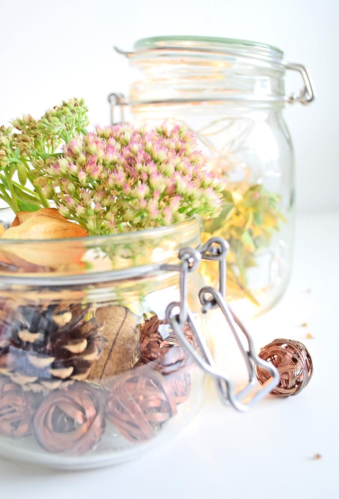Dekoracja z suszonych kwiatów na jesień