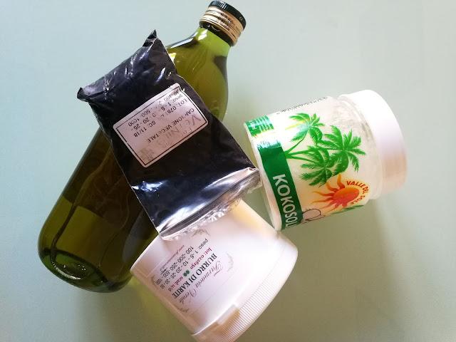 Vari ingredienti di saponi e cosmetici
