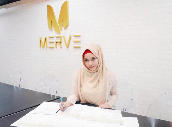 Gambar Cantik Siti Arifah Amin aka Joyrevfa - Pengasas Merve Cosmetics