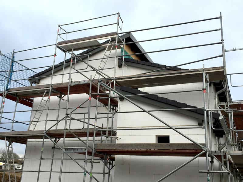 unsere erfahrungen mit kern haus in trockenen t chern das dach ist eingedeckt. Black Bedroom Furniture Sets. Home Design Ideas