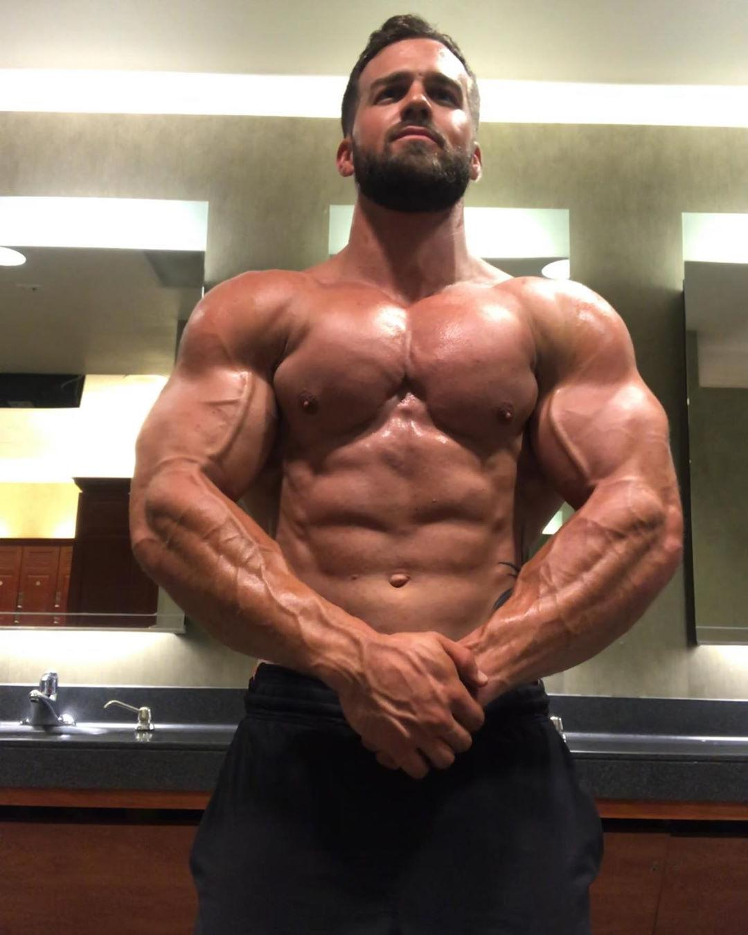 huge-bulky-muscle-shirtless-daddy-flexing-showing-gains-wet-veiny-body