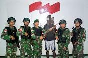 Keluarga Eks OPM Serahkan Senjata Api Kepada Satgas Yonif MR 411 Kostrad