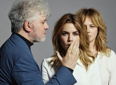 Almodóvar, Emma Suárez y Adriana Ugarte en 'Julieta'