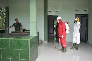 Cegah Corona, Korem 063/SGJ Lakukan Penyemprotan Disinfektan di Lingkungan Perkantoran Makorem 063/SGJ