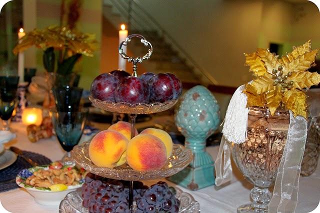 Frutas : Uva , Pêssego e Ameixa - Mesa de Natal em Azul