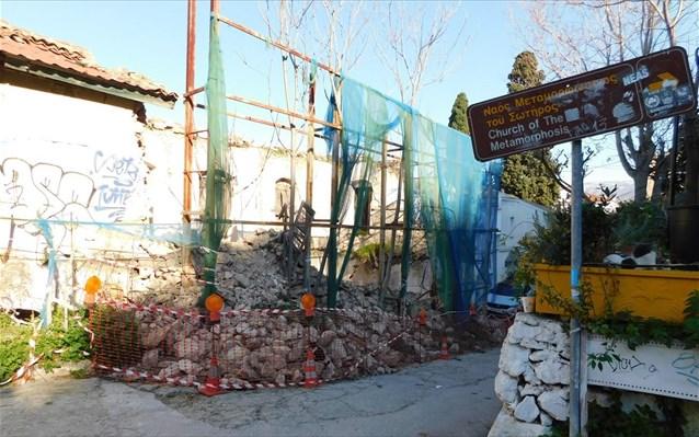 Άλλο ένα ιστορικό κτήριο κατέρρευσε κάτω από τον λόφο της Ακρόπολης