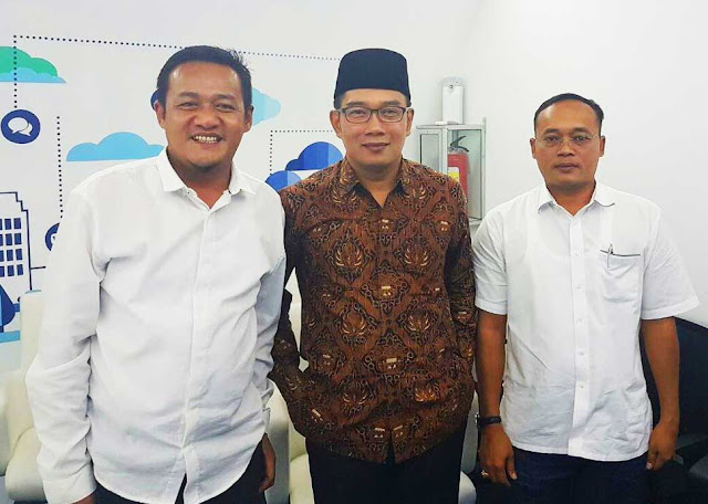 Obon Tabroni Bupati Bekasi Dan Ridwan Kamil di Bandung Command Center