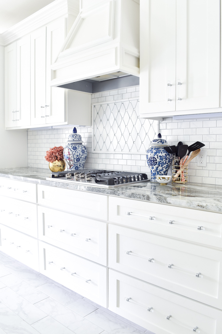 White shaker cabinet kitchen, marble backsplash, lucite hardware, fantasy brown granite and ginger jar decor accents. | #chinoiserie #kitchendecor #kitchendesign #kitchen #whitekitchen