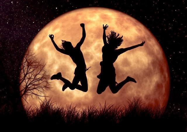Полнолуние 12 ноября будет лучшим и освобождающим для 3 знаков Зодиака