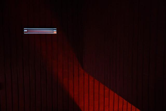 Kompozycja niefiguratywna. Abstrakcja. Kolorowa fotografia odklejona. fot. Łukasz Cyrus
