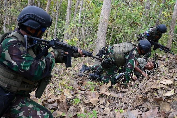 Marinir Indonesia Dan Amerika Kejar Musuh Di Hutan Selogiri