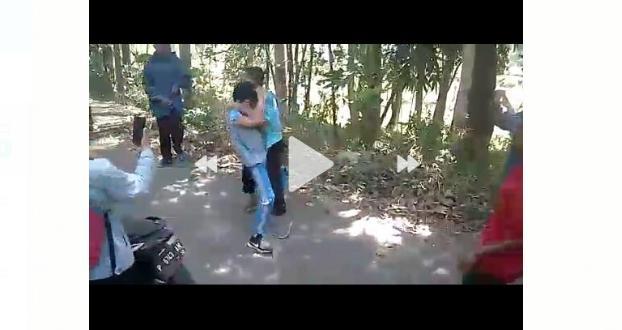 Warga Bondowoso Digegerkan Video Pelajar SMP Berduel Bak Petarung