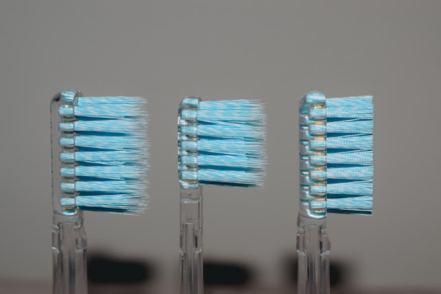 Ion Sei electric toothbrush - different toothbrush heads