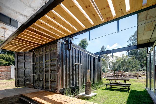 Casa RDP - Shipping Container Industrial Style House, Ecuador 15