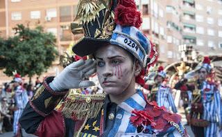 Comparsa Los Mismos (5th accésit) in the parade last Sunday in Badajoz. / PAKOPÍ