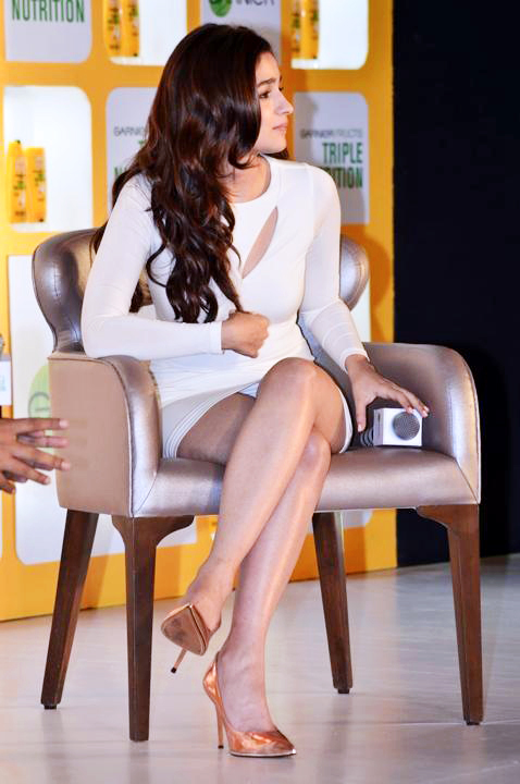 Alia Bhatt in Sizzling Beautiful Cream Dress