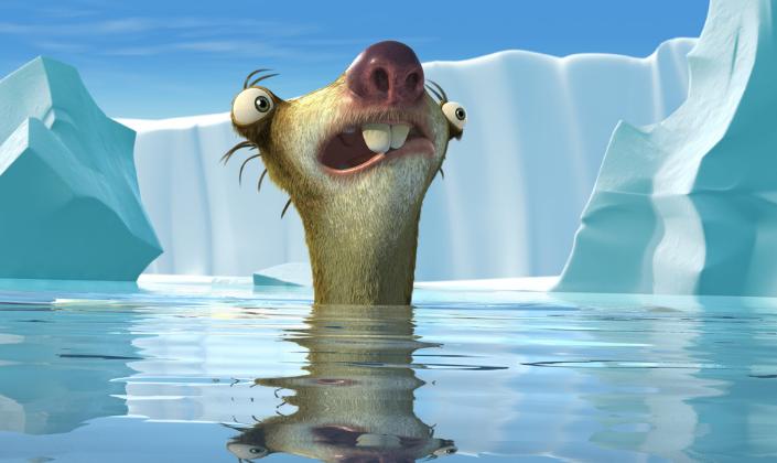Imagem: cena de A Era do Gelo 2, em que a preguiça Sid, um animal pré-histórico com olhos esbugalhados, dentes pontudos e focinho cor de rosa, está flutuando na água gelada e por trás uma geleira e pedaços de gelo flutuam.