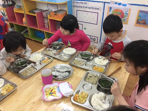 Khay cơm cho trẻ