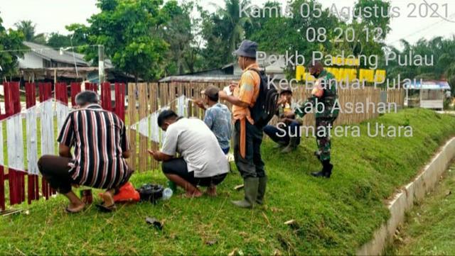 Dalam Rangka Menyambut HUT RI Ke-76, Personel jajaran Kodim 0208/Asahan Bersama DInas Terkait Laksanakan Gotong Royong