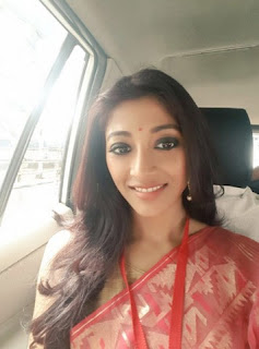 Paoli as a judge on Mahasasthi goes to the way of puja pandel
