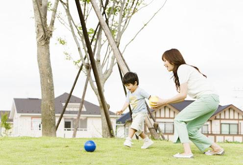 Vận động ít nhất 30 phút mỗi ngày giúp cơ thể bé có thể tự tạo kháng thể tự nhiên