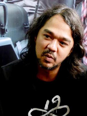 Sosok musisi Jason Ranti sebagai pemeran Pidi Baiq dalam Film Koboy Kampus