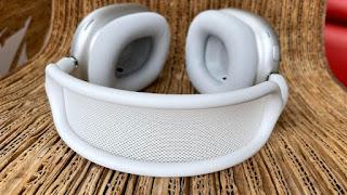Apple is reducing earphones production