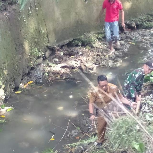 Camat TRB dan Babinsa Turun Langsung Kerja Bakti serta Himbau Warga Peduli Kebersihan