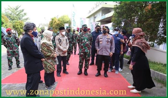 Panglima TNI dan Kapolri Tinjau Vaksinasi Massal UNISA Yogyakarta