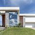 Fachada de casa contemporânea com vidro, madeira, concreto e 3D + muro e grade!